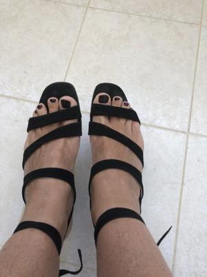 Sandalias negras gamuza talle