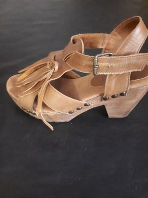 Vendo sandalias N° 36 color suela
