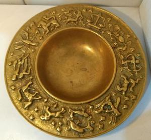 Antigo plato bronce macizo 868g con los signos del zodiaco