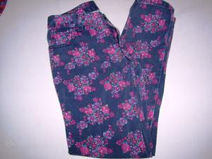 Vendo Jeans negro con flores Talle 12