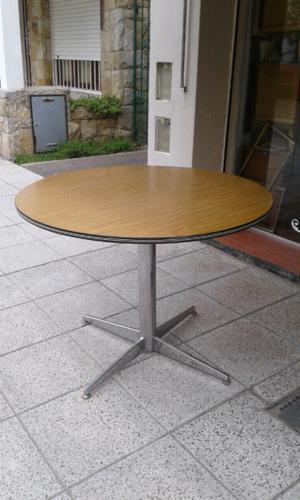 Mesa redonda base de hierro