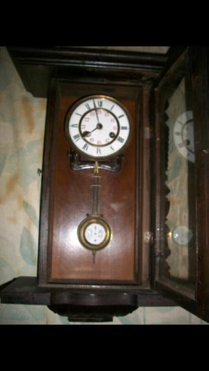 Reloj antiguo de pendulo