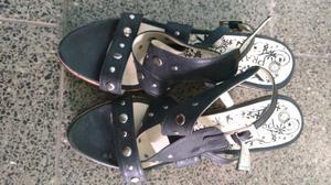 Sandalias con tachas color negro