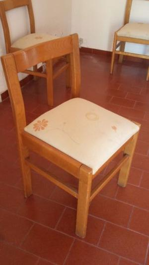 vendo uregente 4 sillas de marera tapizadas