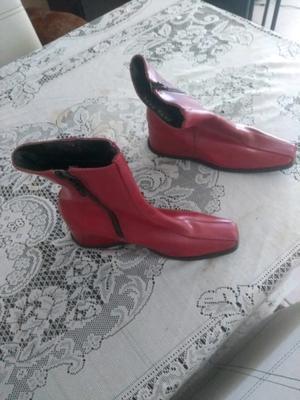 Botas rojas de cuerina talle