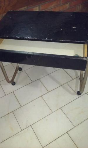 Mesa con ruedas y cajon