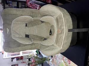 Vendo silla para auto con cinturones inerciales