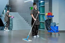 Se necesitan ayudantes de limpieza
