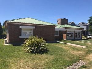 Vendo hermosa casa, barrio La Comarca!