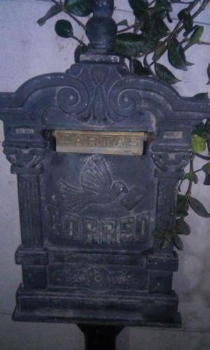 Antiguo Buzon de Correo, con pie metalico de 10 cm diametro