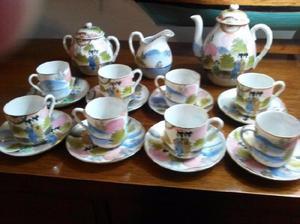 JUEGO DE 8 TAZAS DE CAFÉ. FINA PORCELANA JAPONESA CON