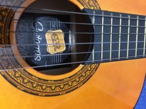 Vendo Guitarra criolla Ramallo sin uso