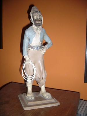 Estatua De Gaucho Realizada En Cerámica Fría.