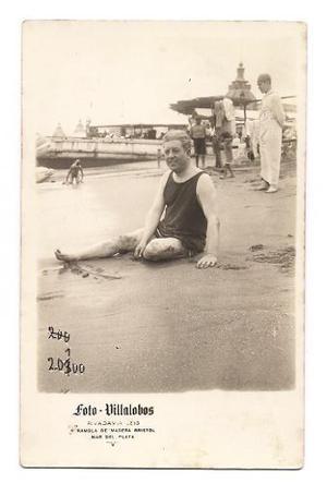 Foto Postal Antigua Hombre En La Playa Malla Mar Del Plata 1