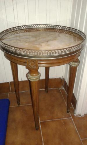 Mesa francesa con marmol