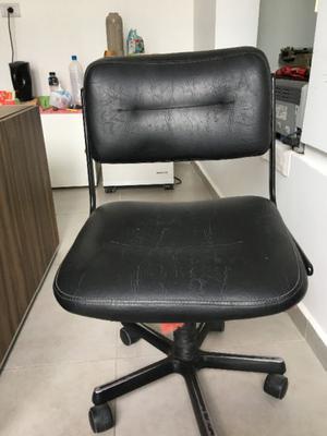 Escritorio de vidrio para pc con silla posot class for Sillas comodas para pc