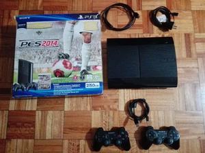 Vendo PlayStation 3, 250 GB, 2 controles y 18 juegos.
