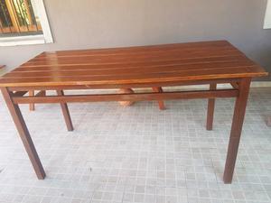 mesa de eucalipto