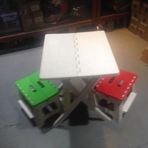 mesita con dos sillas para niños de plastico duro