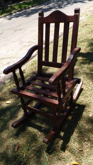Antigua silla mecedora de algarrobo impecable