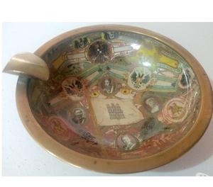 Antiguo cenicero de bronce con motivos