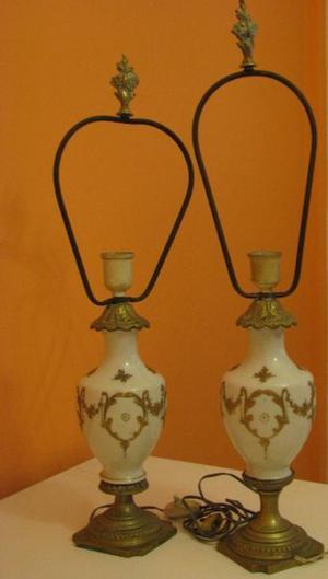 Dos Lámparas De Mesa De Porcelana - Antiguas