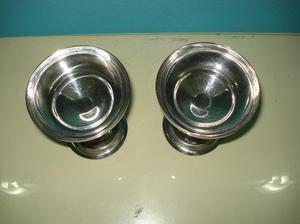 2 copas antiguas de pie. de metal. hermosas. precio por el