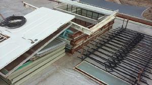 Ventanas corredizas de chapa con rejas posot class for Puertas balcon usadas