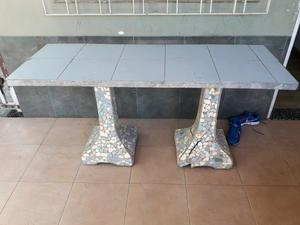 Mesa cemento y azulejos 4 bancos posot class for Bancos para exterior