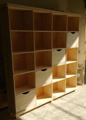 ASTILLA MUEBLES: Biblioteca cubo de pino con cajones.