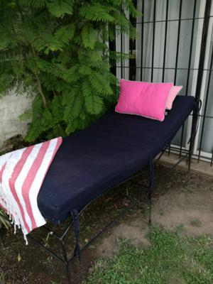 Camastro de hierro cama abajo posot class for Camastros de hierro para jardin