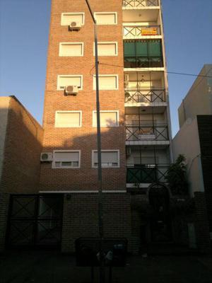 Semipiso de 3 ambientes al Frente con Balcon y Cochera a 4