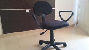Matera poltrona chanchita con apoya brazos posot class for Silla escritorio con brazos