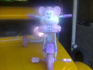 Triciclo Infantil Nena osito Musica con Luces en buen estado