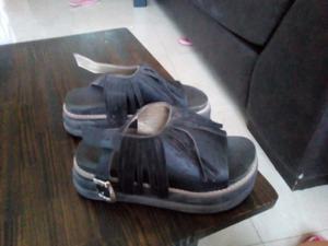 vendo sandalia de flecos y papifutbol de nena y mujer