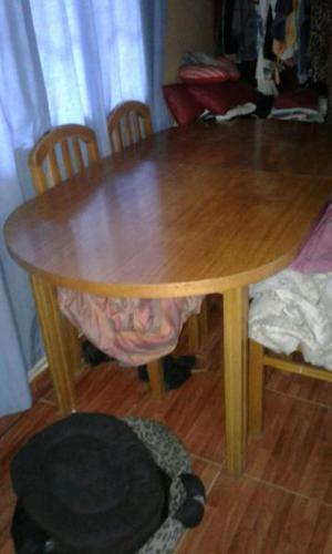 Mesa de estilo con trampa y 4 sillas excelente estado