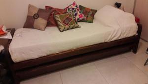 Vendo cama individual con colchón.