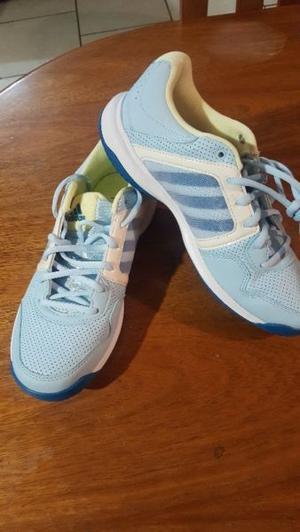 Vendo zapatillas de mujer deportiva