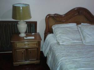 camas, mesas, sillones y bar de estilo gran venta muebles