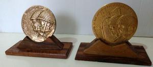 Antigua medalla o medallon de bronce Liberación de