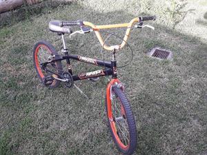 Bicicleta Tomaselli Rod. 20 BMX ´+ Monopatin de Regalo