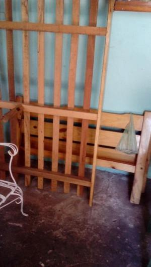 Cama de 1 plaza y media y un colchón un poco mas usado si