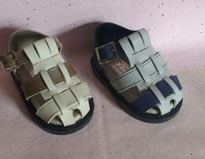 Sandalias de bebé sin uso