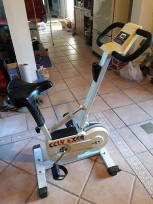 Bicicleta fija para ejercicios