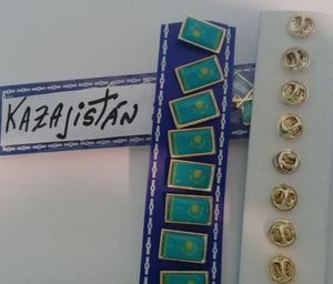 PINS BANDERA KAZAJISTAN DE 2 CMS