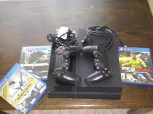 PS4 con tres juegos en caja, dos joystick originales y sus