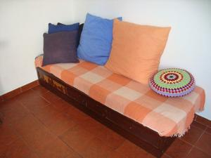 Sillon divan cama con tres cajones para reciclar de madera