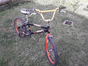 Bicicleta Tomaselli Rod. 20 BMX ´ Monopatin de Regalo