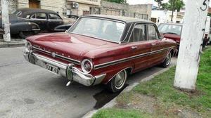 Ford Falcon 1969 de lujo titular fallecido