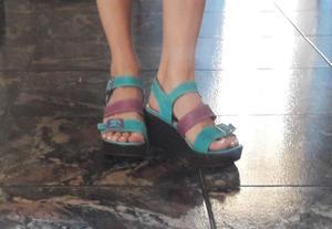 504 Sandalias turquesas y lila, con plataforma. Viamo